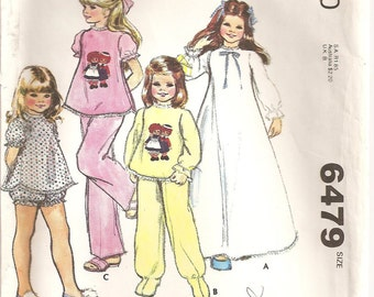 Vintage 1970s McCall's Pattern 6479: Children's and Girls' Nightgown, Pajamas, with Color Raggedy Ann and Andy Transfer. Size M (6, 8) UNCUT