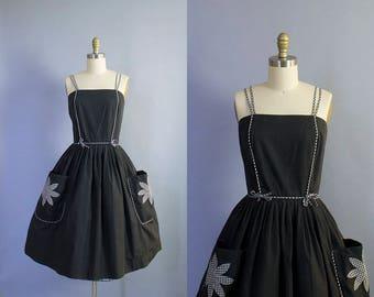 1950s Gingham Trimmed Cotton Sundress with Flower Pockets/ Medium (34b/27w)