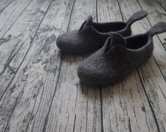 Women slippers Womens gift Handmade shoes Felt slippers Wool slippers Minimalistic Dark grey Loafers Personalized Felt Wool home shoes