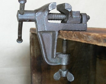 "Small Bench Vise Clamp Vise Vintage/Antique? Small 1 3/8"" wide jaws open to 5/8"" Bench Mount Jewelers Vise, in good usable condition"