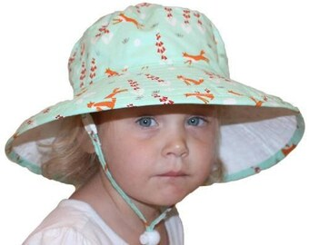 Child's Sun Protection Sunbaby Hat - Organic Cotton Print in Foxglove (6 month, xxs, xs, s, m)