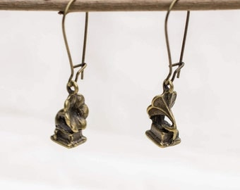 Earrings with a Gramophone in bronze