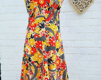 Summer dress size 8 Vintage dress in bold retro print 60s 70s beach dress - festival