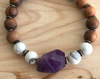 Beautiful amethyst,howlite and olive wood bracelet