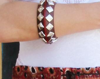 Vintage burgundy red wooden merallic details boho bracelet.