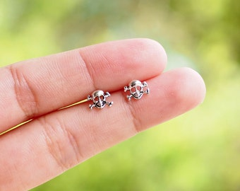 Skull Stud Earrings, Toxic Earrings, 925 Sterling Silver, Skull Jewelry, cartilage earring, Day of death - SB158