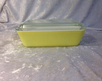 Pyrex Yellow 503 glass refrigerator dish with lid
