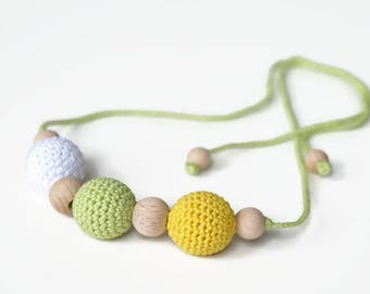 Crochet necklace with wooden and crocheted beads, girls accessory, minimalistic breastfeeding necklase, nursing necklace, teething necklace