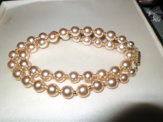 Lovely vintage 1960s high lustre pink glass pearl necklace 21 inches