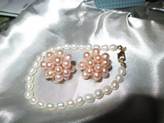 Vintage set of goldtone freshwater white pearl bracelet and pink pearl earrings