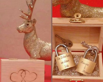 Love Castle; Curved lock with engraving, padlock