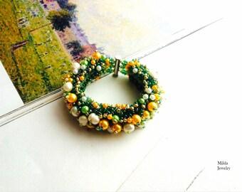 Handmade glass bead bracelet women, beadwork jewellery, yellow, green glass pearl bracelet, beadweaving, boho beaded bracelet cuff
