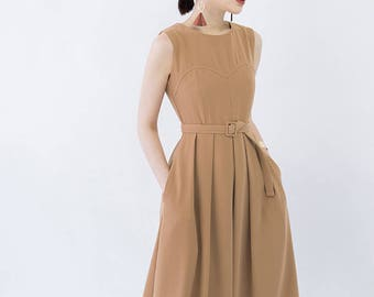 Sleeveless pleated midi dress