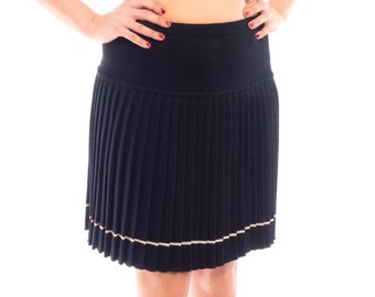 Knitted wool pleated skirt golden yarn line