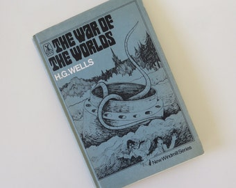 Vintage Hardcover 'The War Of The Worlds' by H.G.Wells by Heinemann Educational Books London 1978