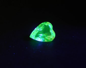 Rare Vintage UV Glow Faceted Heart Cut Uranium Vaseline Glass Gemstone, F - 1.40 Ct, for Jewelry Making