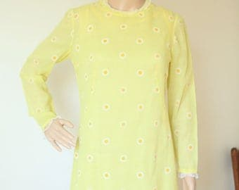 Yellow Cotton Dress with Daises and Lace Women's Small 1960s 1970s