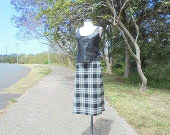 Ladies Vintage Kilt, Black & Cream Kilt, Thistle Pin, Vintage Kilt