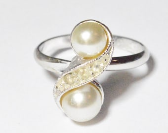 Vintage Silver Tone Faux Pearl Rhinestone Sarah Coventry Ring Adjustable Size 8