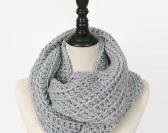 Chunky GRAY infinity scarf, ribbed knit Infinity scarf, bulky Gray scarf, textured crochet scarf, grey knit scarf, gray circle scarf