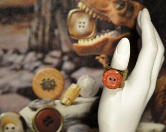 Ring button and embossed leather, Upcycling