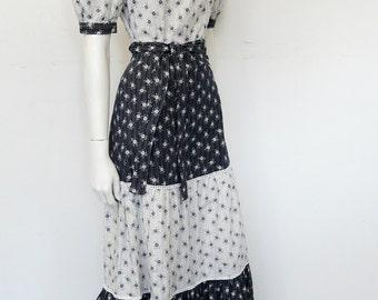 Vintage 60's boho full length cotton dress // maxi // bohemian // dark blue & white // prairie dress // Eur 36 / US 6 / UK 8