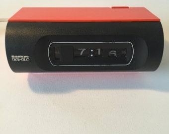 Sankyo flaps numbers alarm clock, fold-out numbers watch, Orange alarm clock, 70 years