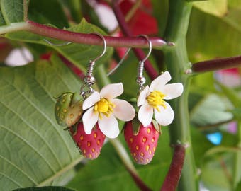 Strawberry earrings Red dangle drop earrings Strawberry jewelry Fruit earrings Rustic style women's accessory Woodland earrings Gift for her