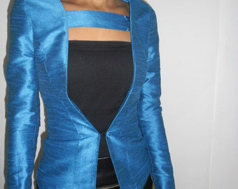 Blue blazer with band on the shoulder