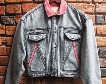 Women's 80s Black Acid Wash Crop Denim Jacket With Red Collar And Trims Size Small