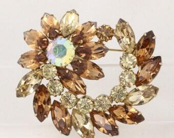 Simply Stunning  Vintage Flower Brooch