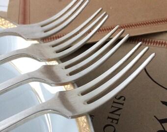 Set 4 Vintage English fish forks.Vintage Serving forks.60's English fish forks.Herring forks.Oyster forks. Vintage diningware, Old cutlery