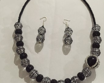 Black and clear necklace set