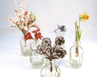 Mini vases in green glass with hanging cord 5.5 cm high!