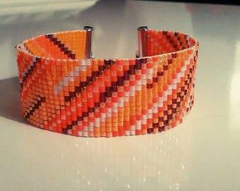 Bracelet beads woven