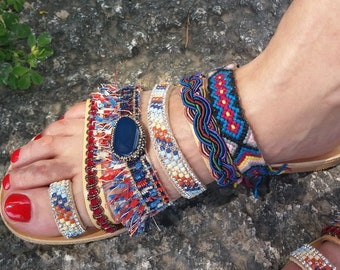 semi-precious stones, ribbons, friendship bracelets, accessories from all over the world.. You will find them all in our handmade sandals..