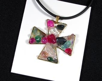 """Pendant """"cross Malta"""" green and fuschia agate, quartz and bronze"""