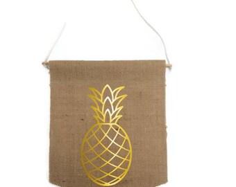 Banner gold pineapple motif