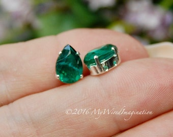 2 Pcs Vintage West German Crystal, Flawed Emerald Green, Transparent 10x7mm, 4320 Pear Shape, Sew On Setting, Rhinestone Crystal Setting
