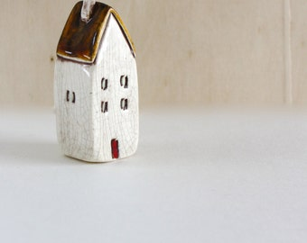 Lilliputian House from Someplace Else 4