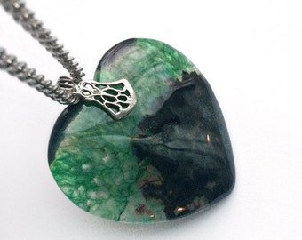 Green & Black Geode Agate Heart Necklace // Valentines Day Jewelry // Wiccan Jewelry // Crystal Necklace // Geode Necklace // Valentine Gift