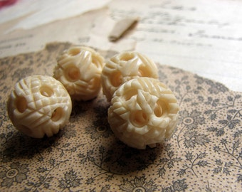 ONE LEFT - vintage 1930s Chinese puzzle ball bead of carved cattle bone - 14mm
