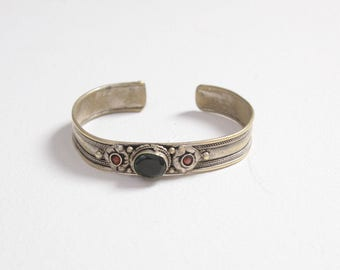 Vintage 70s Boho Bracelet / 1970s Ethnic Silver & Green Stone Cuff