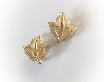Vintage Trifari Leaf Earrings Clip On Gold Tone Metal