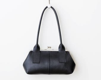 Black Leather Kiss Lock Handbag, Small Kiss Lock Shoulder Bag, Leather Frame Bag, Retro Style Bag, Leather Kiss Lock Purse, Barrel Style Bag