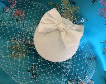 Ivory fascinator- birdcage veil - Bridal cocktail hat, Satin bow hat.