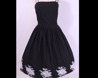Vintage 1950s Dress 50s Dress Black Cotton Strapy Sundress White Roses Embroidery M