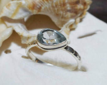 Sterling Silver Blue Topaz Hammered Band Ring 2.69 grams