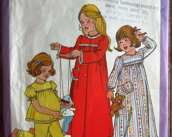 Vintage 1970s Little Girls Nightgown, Pajamas and Robe Size Medium (3-4) Simplicity Pattern 8170 UNCUT