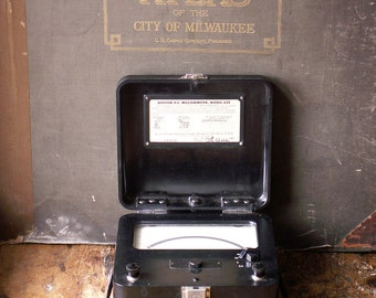 Vintage Weston Milliammeter Model 622, Bakelite Electrical Current Testing Instrument in Original Case